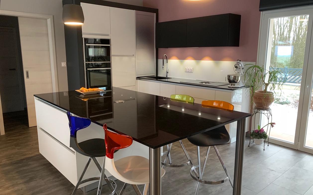 Cuisine sur mesure Cuisines Macedo Kocher - Vendeur et installateur de cuisines, dressings, salles de bain sur Metz
