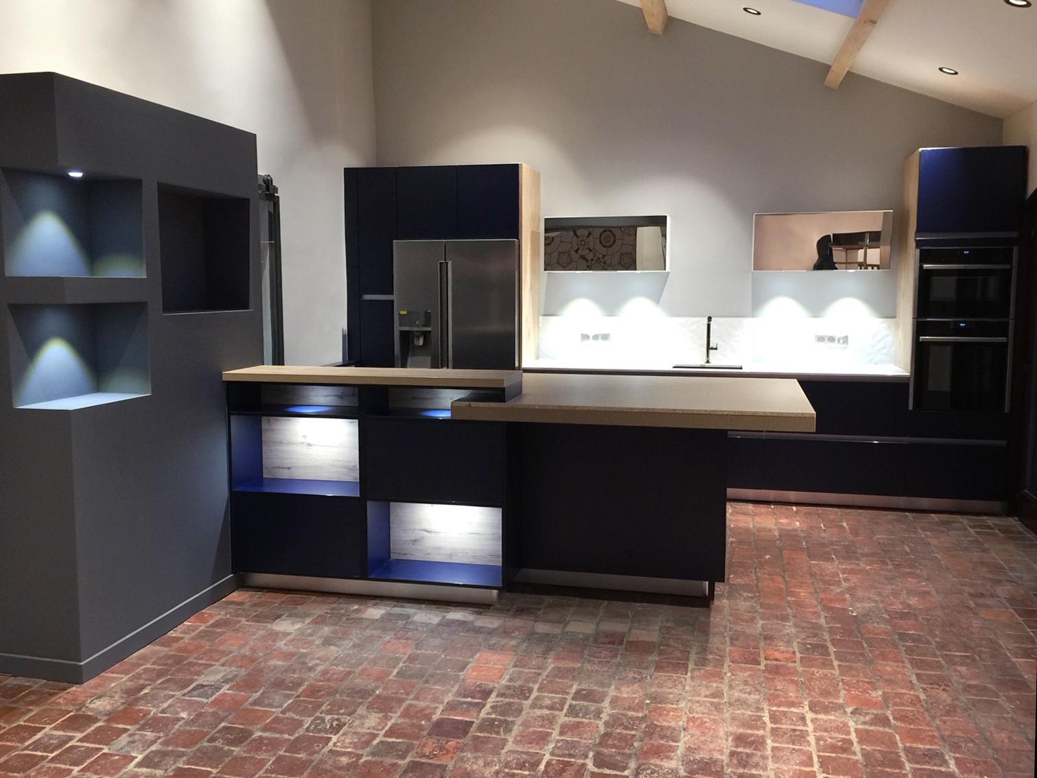 Cuisine sur mesure bleu et bois Cuisines Macedo Kocher - Vendeur et installateur de cuisines, dressings, salles de bain sur Metz