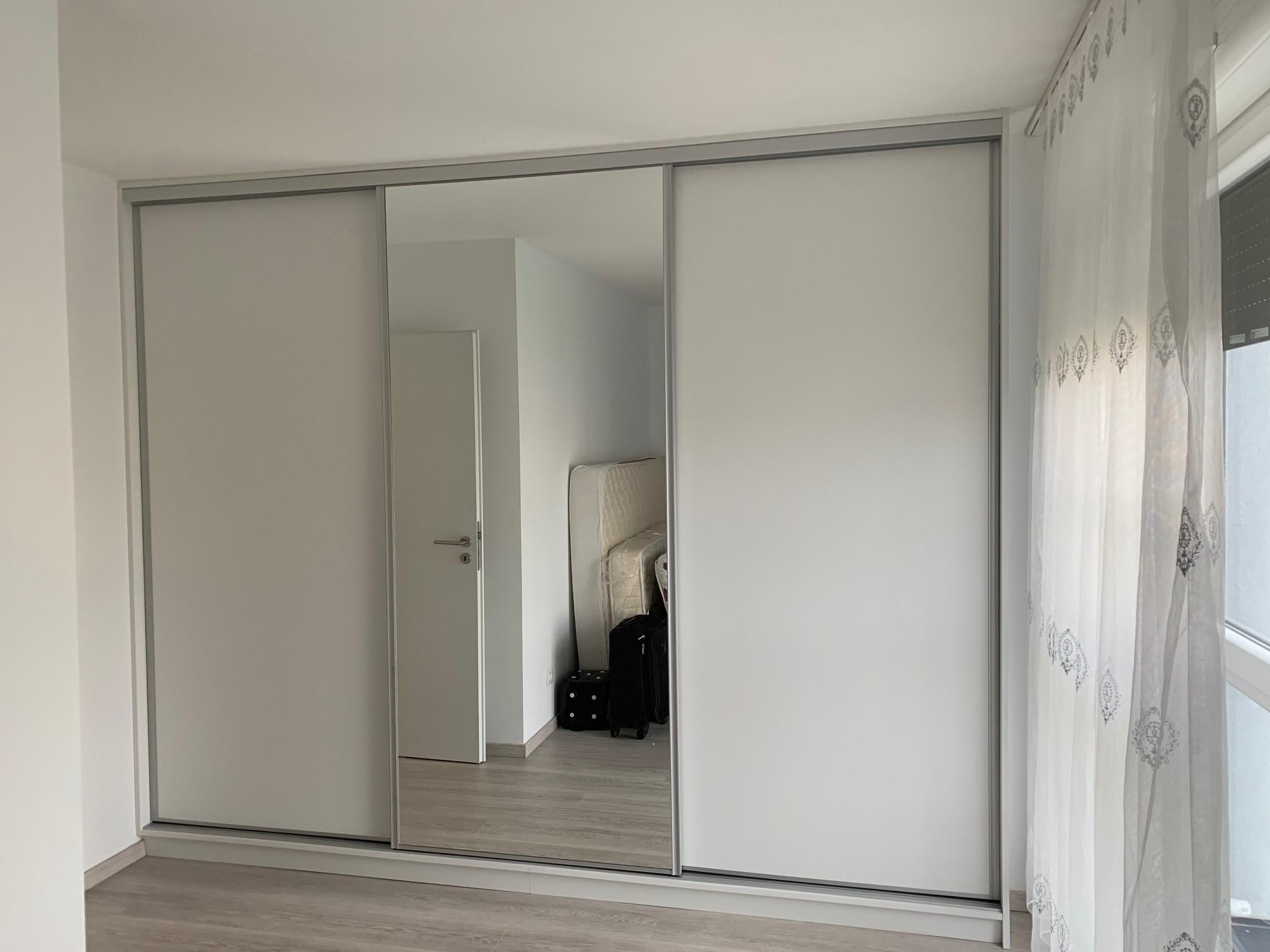 placard avec portes coulissantes